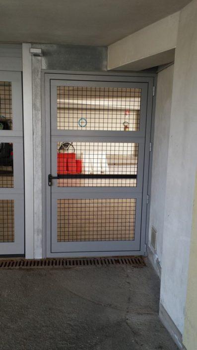 Portone sezionale con manto in Griglia 03
